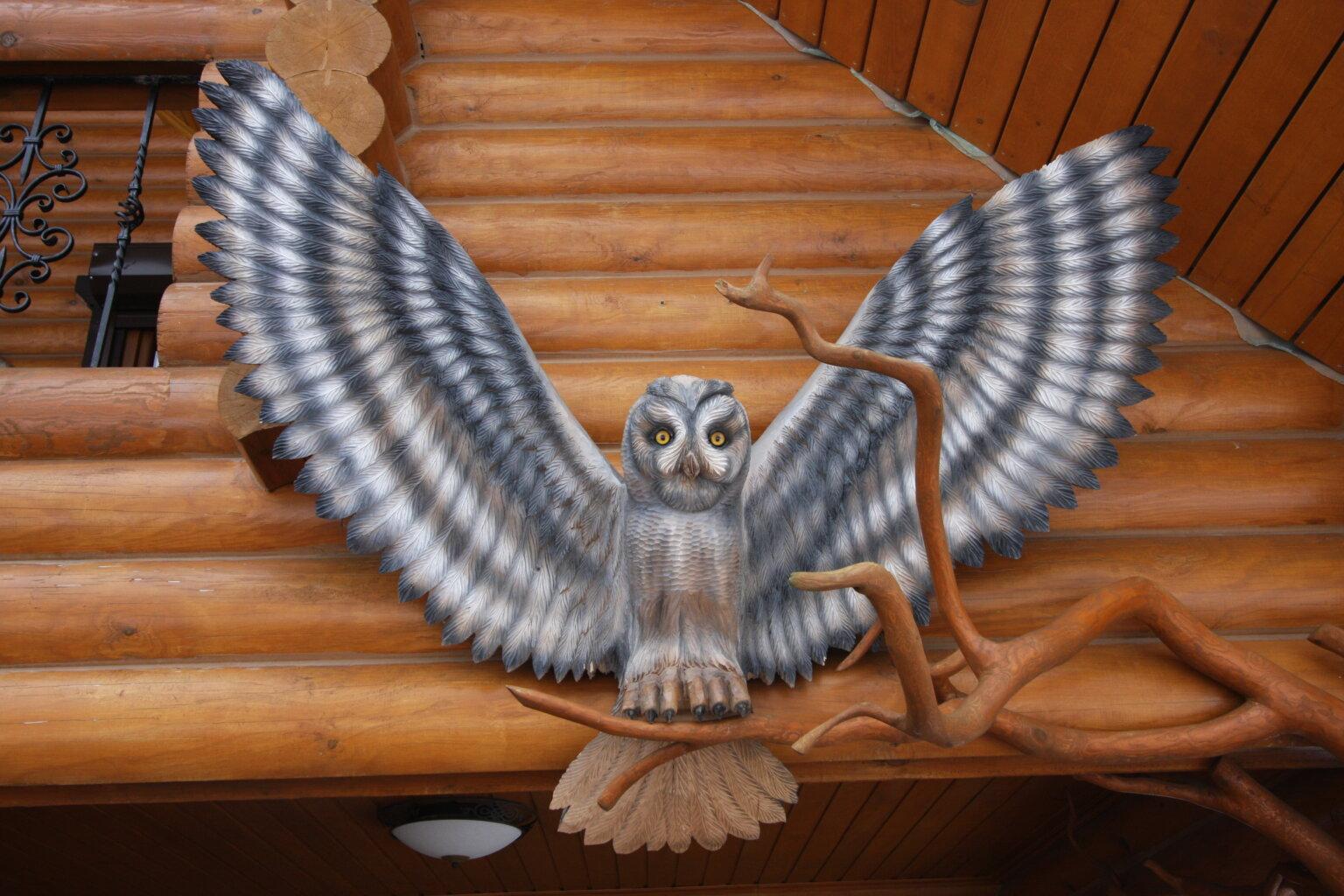 """Фигура садовая из дерева """"Сова с расправленными крыльями"""""""