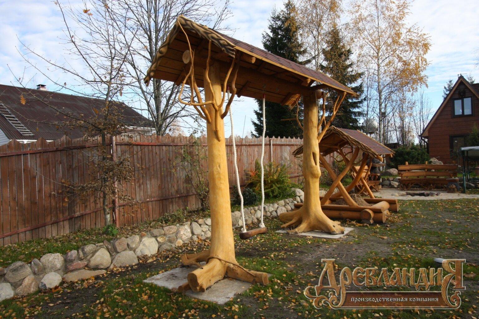 Резные детские качели из дерева
