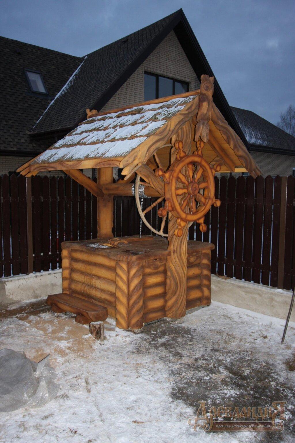 Домик для колодца из дерева