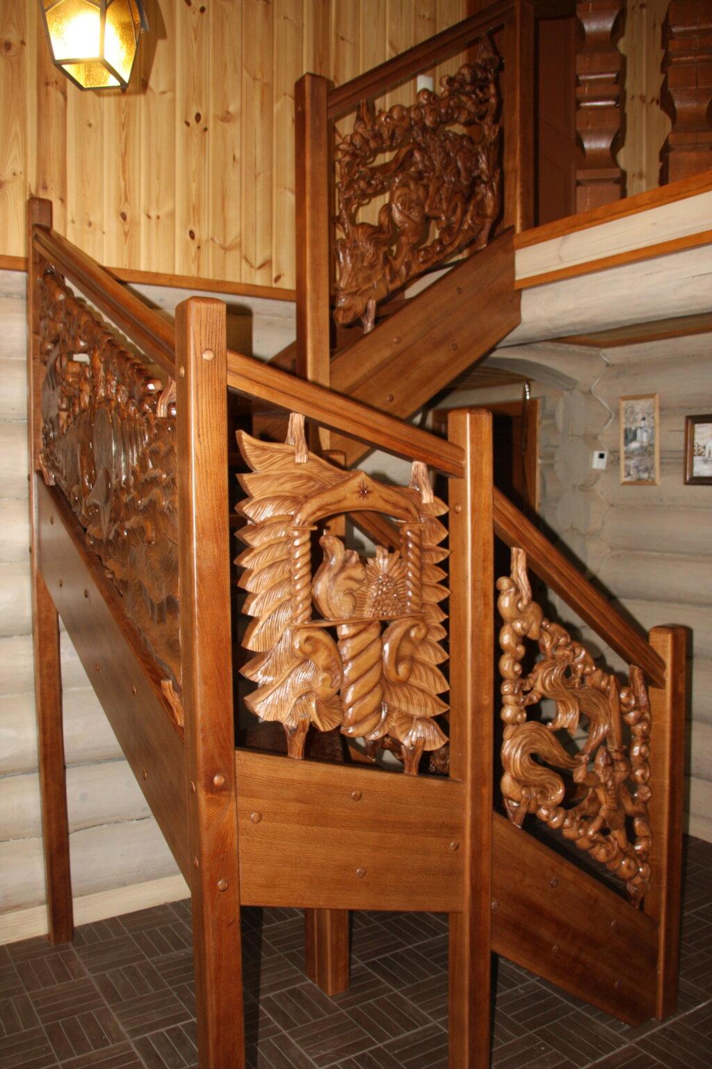 Резная лестница из дерева
