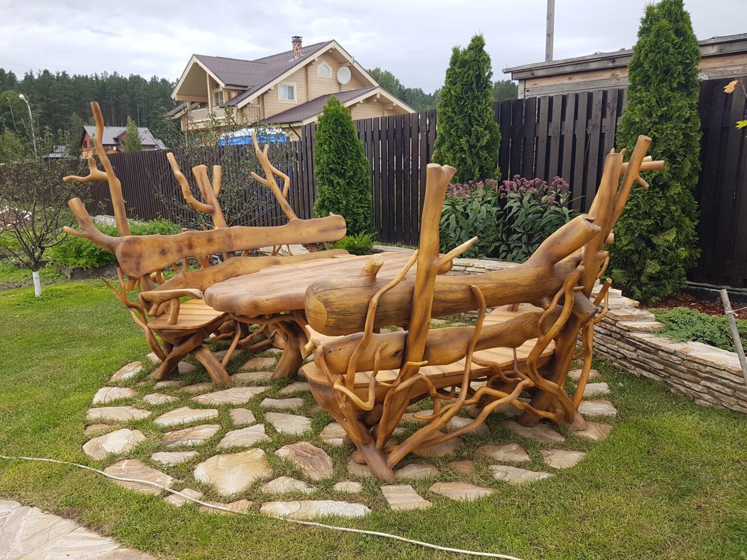 Резные стол и скамейки