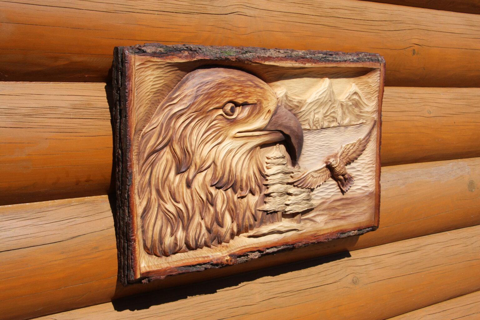 Резное панно из дерева орел