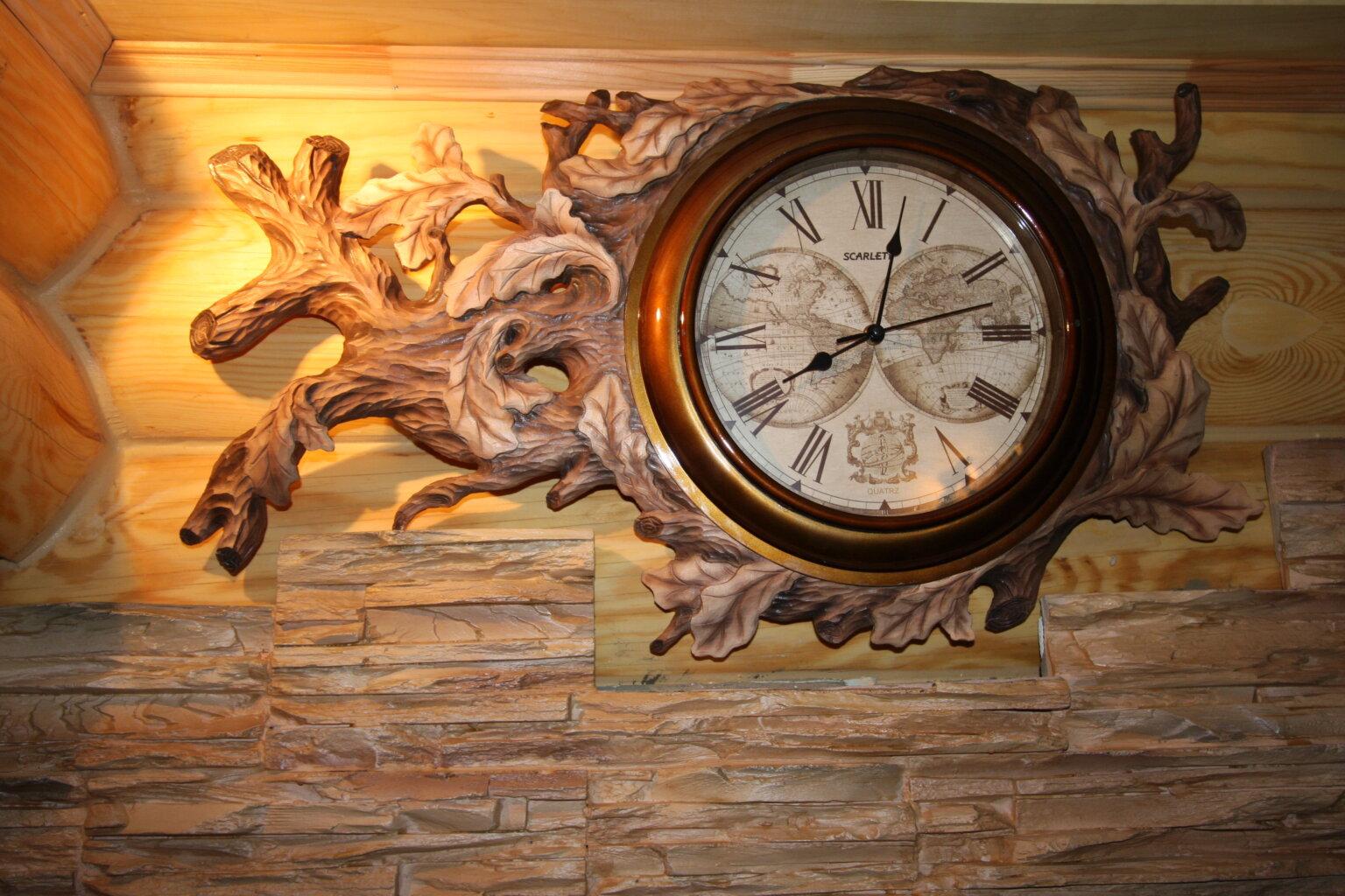 Резные часы из дерева