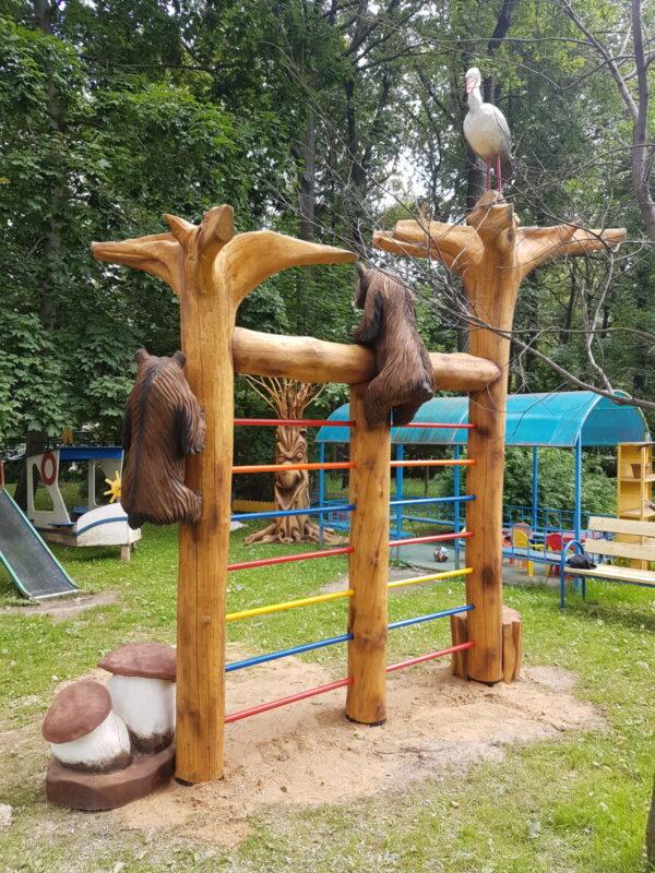 Шведская стенка-лазалка из корней с фигурами