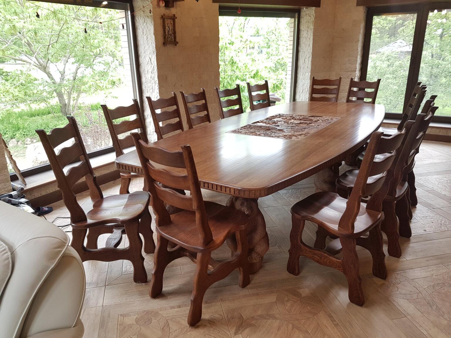 Резной стол из дуба