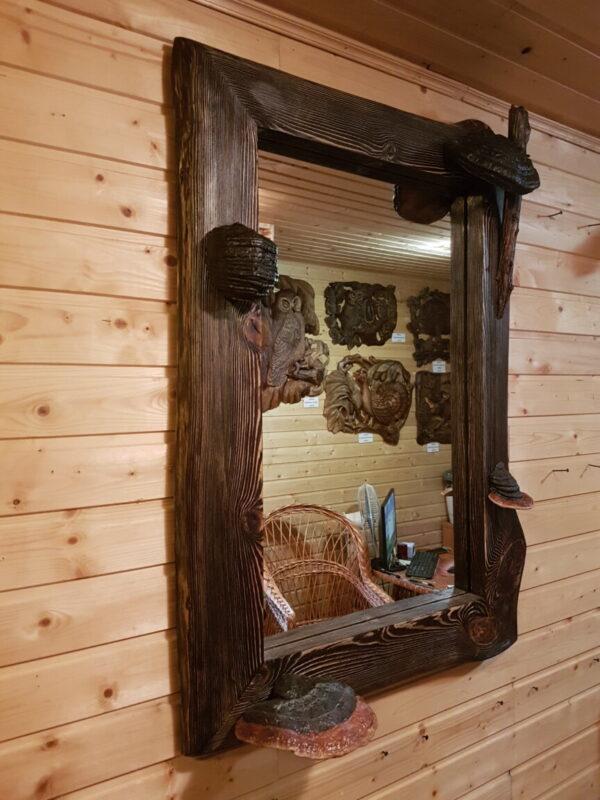 Зеркало в раме из состаренной сосны