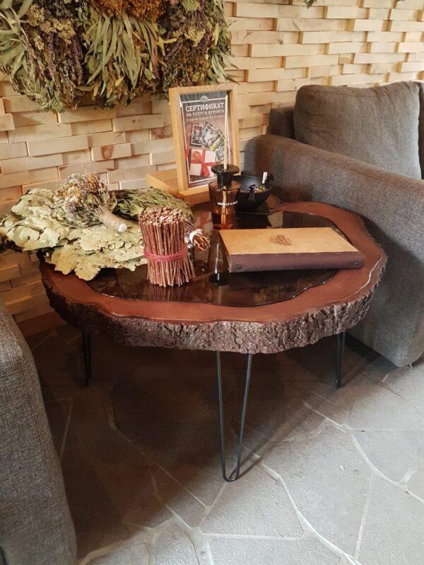 Кофейный столик из спила Ели
