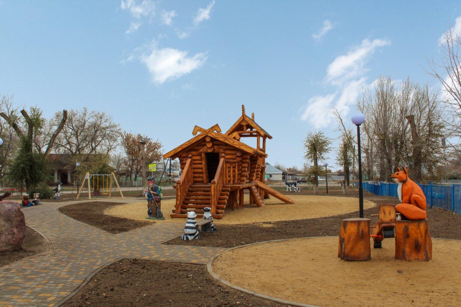 Детская площадка с избушкой на курьих ножках