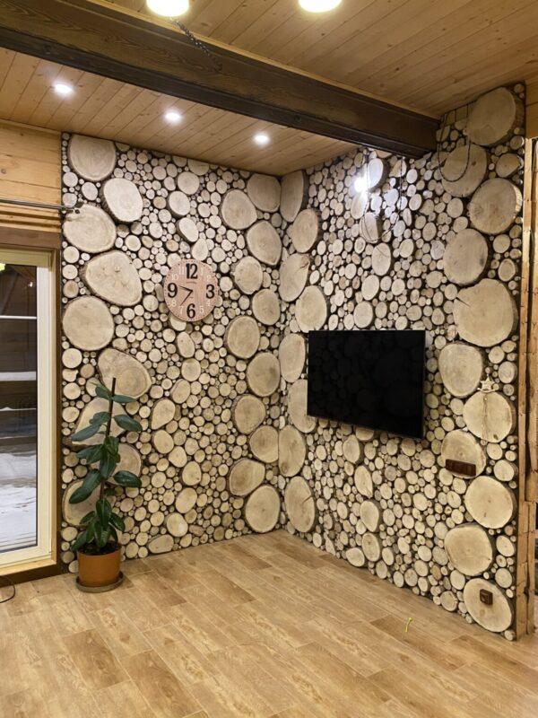 Оформление зала спилами дерева