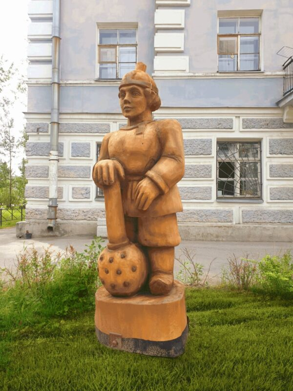 Фигура Богатырь с булавой