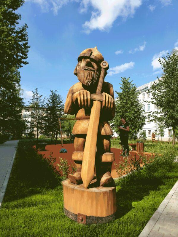Фигура Богатырь с мечом